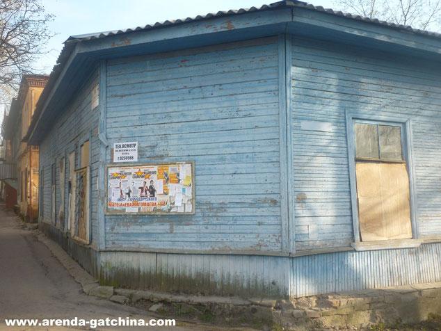 На фото: дом на Чкалова 24. г. Гатчина. 27 апреля 2014.