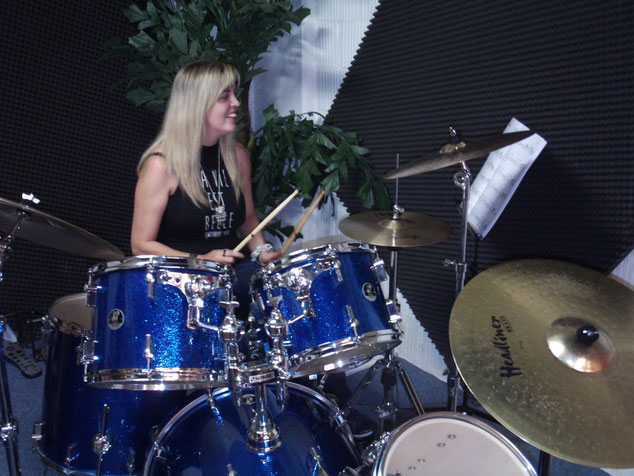 DRUM GIRL in Action