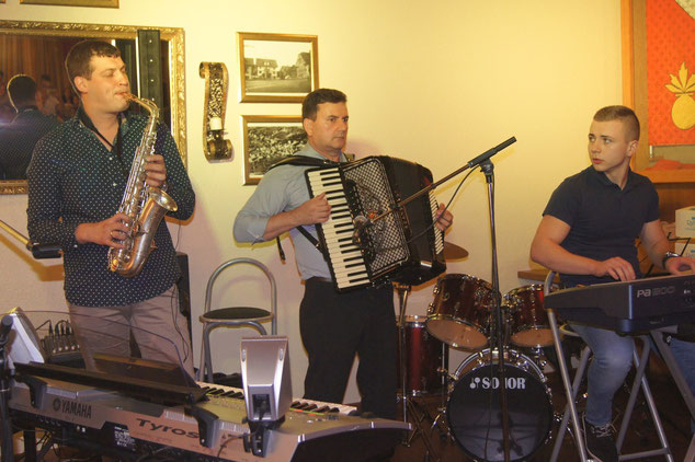 Unser SAXOPHON LEHRER, SASA STEVIC, live mit Band am Musikschul Konzert.
