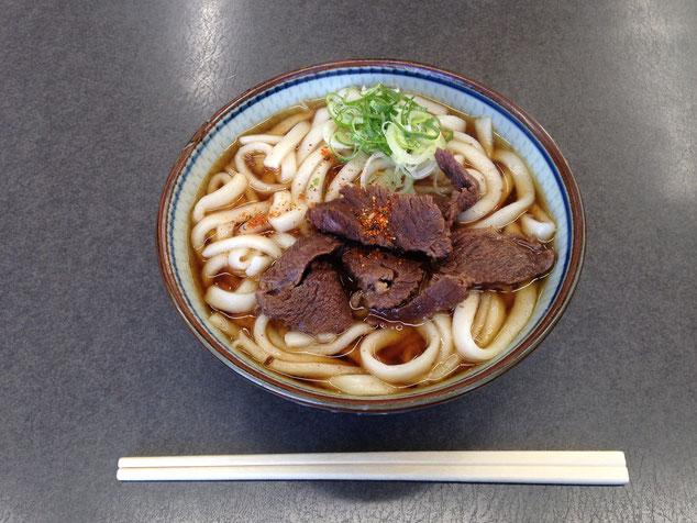 上田の「中村や」の「馬肉うどん」。580円でした。
