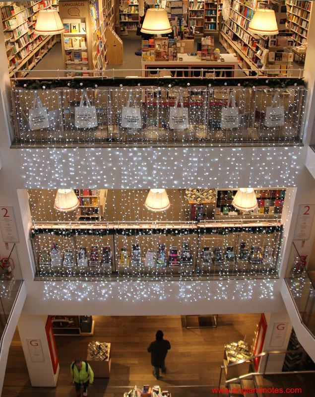 Die besten Buchläden in London: Im Buchladen Foyles