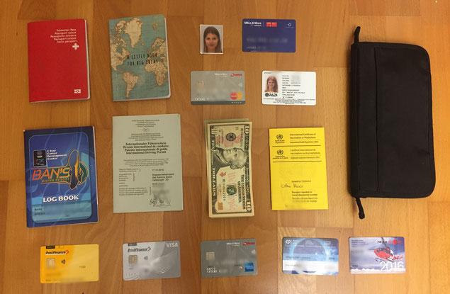 Dokumente, Pass, Tauchschein, US-Dollar, Kreditkarten, Unterlagen, packen, Weltreise