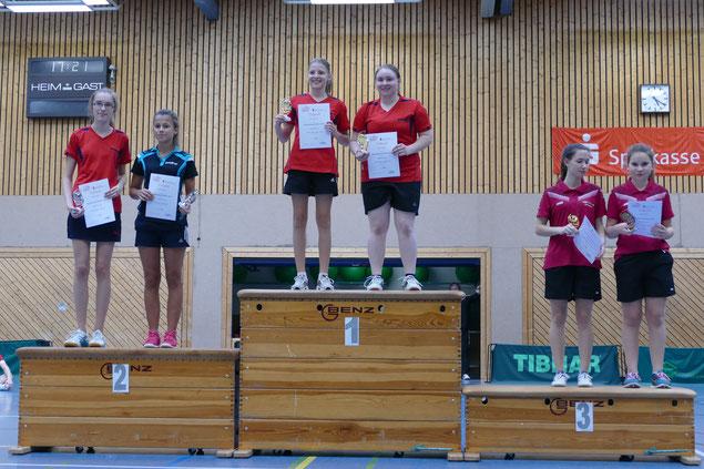 Siegerehrung im Doppel, Tasja Bickel (2. von links)