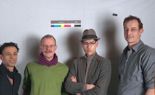 Nasser, Wolfgang, Tom (Praktikant) & Holger beim Gruppenbild mit Scannerrückteil.