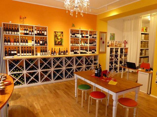 Verkostungstisch im WeinGenuss Aachen mit Chutneys Pesto Oliven PriSecco