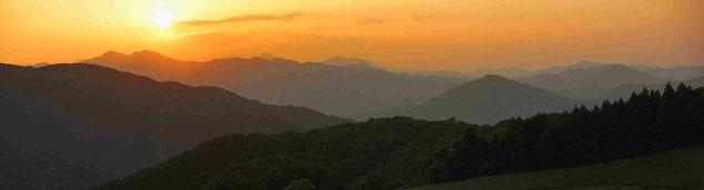 夕日に浮かぶ秩父の山々