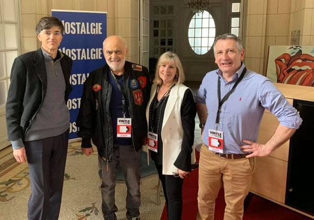 L'équipe fondatrice de Vinyle-Expo avec Monsieur le Maire de Versailles de Gauche à droite : M.François de Mazières, M Daniel Corrot, Mme Karine Corrot, M. Lionel Ducos. Un grand merci à toutes les équipes municipales de la Ville de Versailles.
