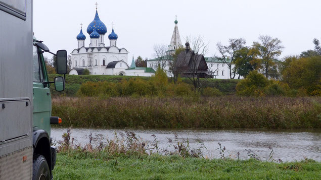 """Stell- und Übernachtungsplatz in Susdal mit Blick auf die Kathedrale """"Geburt der Gottesmutter"""""""