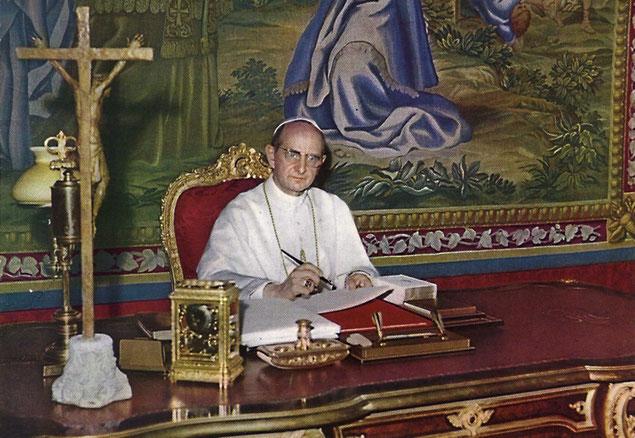 Paolo VI firma lettera enciclica