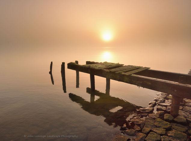207. Steiger IJsselmeer op een mistige ochtend