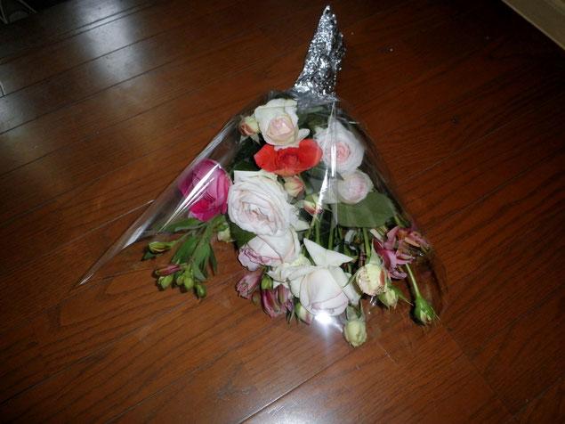 篠栗教会のローズガーデンで育てた薔薇たちは、お見舞いや出会った方々へのプレゼントとして用いられてゆきます。
