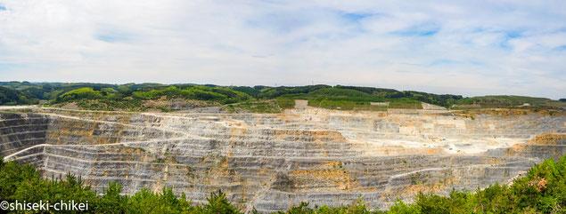 露天掘りの石灰石鉱山
