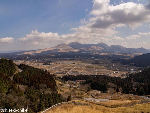 阿蘇外輪山から阿蘇五岳を望む