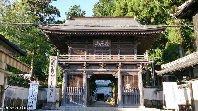 山門(仁王門)は明暦元年(1655年)建立