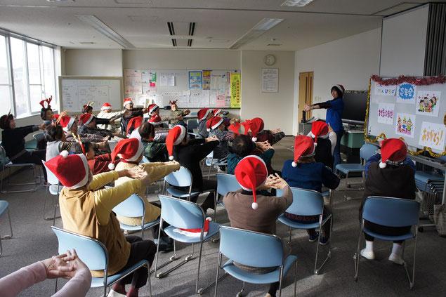 12月14日の木曜クラス。篠田サンタによるクリスマス・ストレッチ