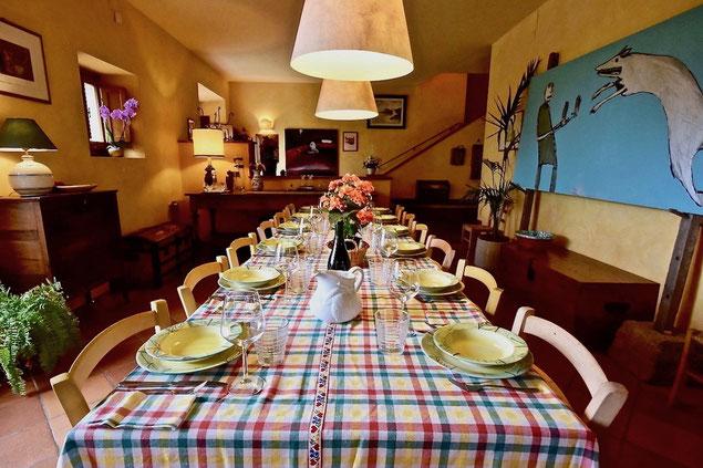 dining table, table setting, colorfull, tovaglia a quadri, villa, Casafredda, Arezzo, Toscana, Tuscany, agriturismo, casa vacanza