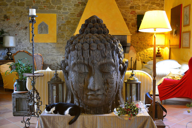 Buddha, Head , cat, fireplace, Villa, Casafredda, Arezzo, Toscana, Tuscany, Italy