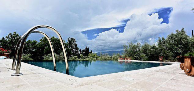 infinity swimming pool, villa, Casafredda, Arezzo, Toscana, Tuscany, Agriturismo,  casa vacanza