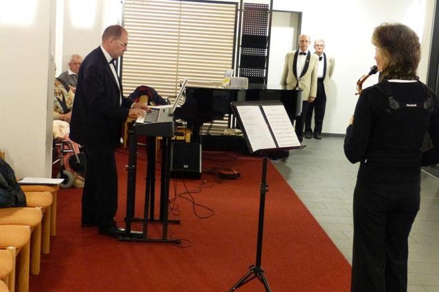 Leo Schwär am Klavier und seine Frau Eva mit dem Saxophon
