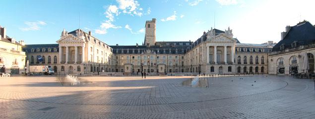 Palais des ducs de Bourgogne, place de la Libération (source: François de Dijon)