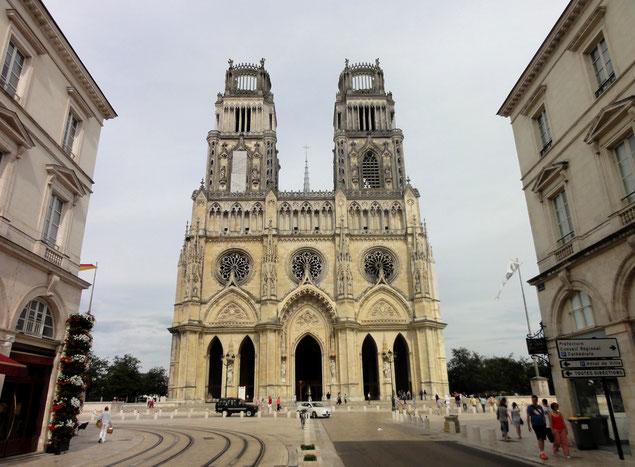 Façade de la Cathédrale Sainte-Croix d'Orléans (source: Jackogamer)