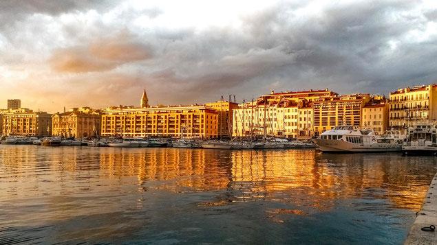 Port de Marseille au coucher du soleil (source: djedj)