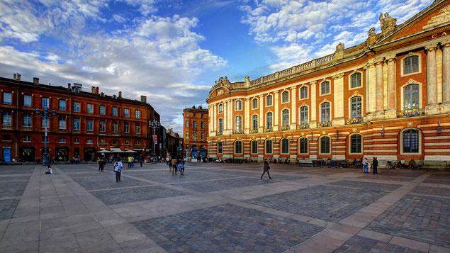 Capitole de Toulouse et rue Rémusat à l'automne (source:  Pierre Selim)
