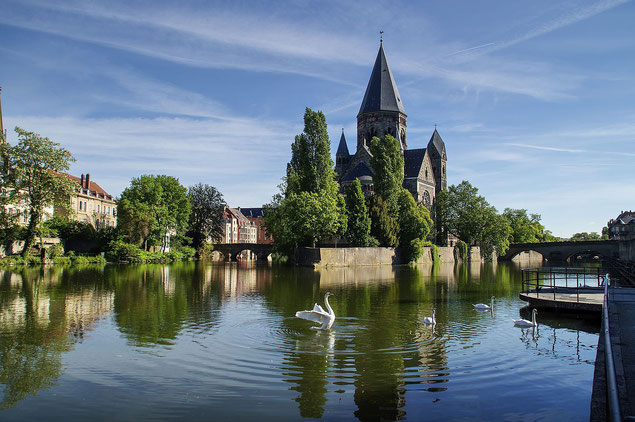 Temple Neuf de Metz et le pont des Roches au printemps (source: Michael)