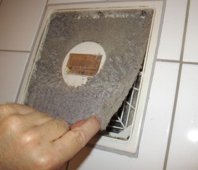 Filter an Abluftventilatoren müssen regelmäßig gereinigt werden.