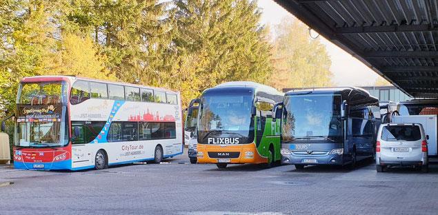 Die Vielfalt der Busse von RETOURS mit Stadtrundfahrt und Flixbus
