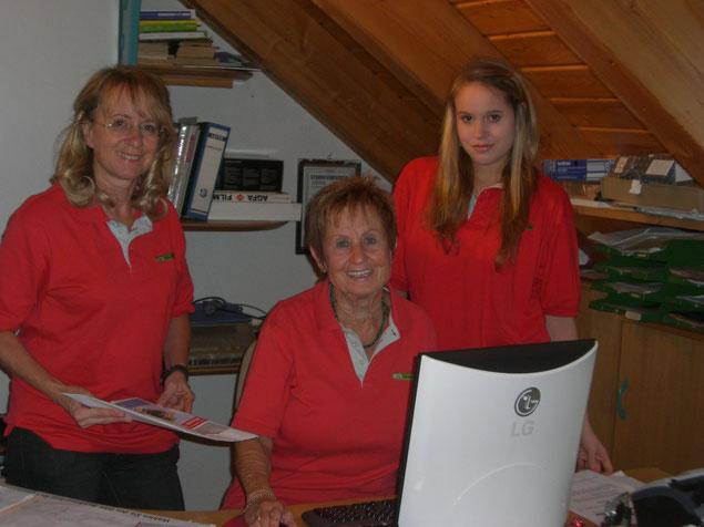 drei Generationen: Inge, Bettina und Sarah Schustek