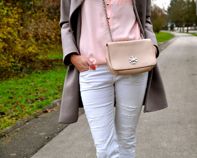 Bag: Tory Burch, Coat: Tara Jarmon, Shirt: Shake Fashion, Pants: Mango