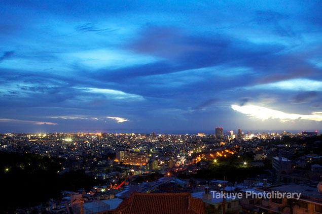 那覇市街の夜景 トワイライトタイム