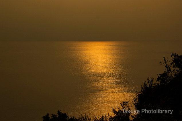 黄金色の海 長崎 橘湾 千々石(ちぢわ)展望台からの眺望