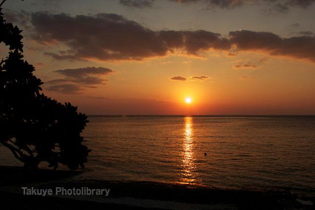 本部町備瀬崎の夕焼け 夕陽 写真