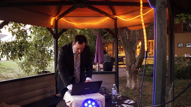 Christoph Dollenz In seiner Funktion als Hochzeits-DJ am ADAMAH BioHof