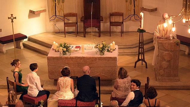 Trauungszeremonie in der Pfarrkirche Grinzing