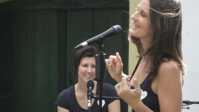 Die zwei Hochzeitssängerinnen Nina und Katharina spielen live und ohne Playback auf einer Hochzeit in der Nähe von Tulln (Niederösterreich)