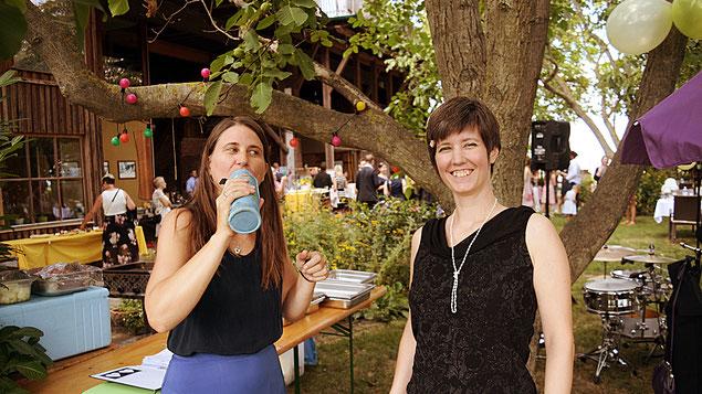 Nina Bauernfeind und Katharina Litschauer am ADAMAH BioHof