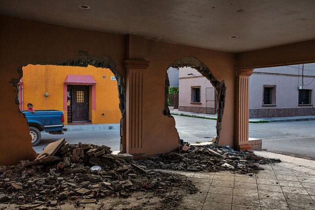 警察の詰め所や消防署、軍の基地から遠くない場所にもかかわらず、セタスは通行人の目前で、アジェンデの民家や商店を破壊した。虐殺当時市長だった男性は、この破壊された家の向かいに今も住んでいる。当初、何の暴力の兆候もみられなかった、と報告していた。