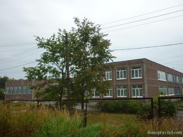Основная общеобразовательная школа в деревне Яльгелево (август 2015)