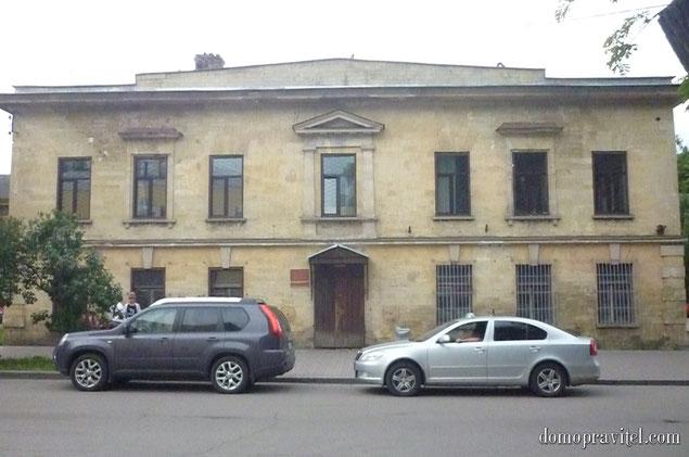 Регистрационная палата (Росреестр) в Гатчине на Красной улице 17