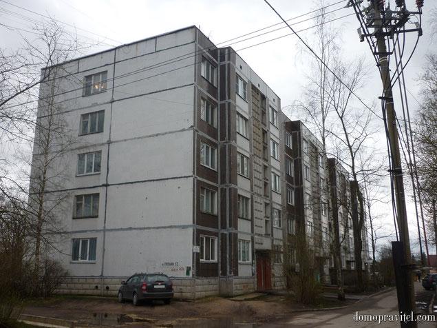 на фото: пос. Лукаши, улица Школьная, дом 13