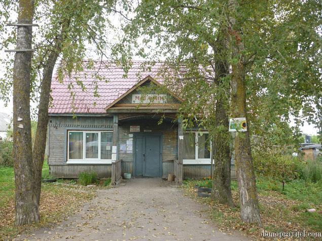 Сельский магазин в деревне Александровка