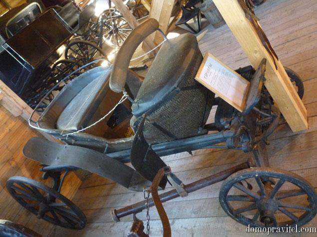 Тарантас 1806 года выпуска. Частный музей гужевого транспорта в Выре.