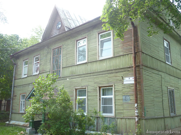 на фото: Гатчина, ул. Володарского 8,  дом 1954 года постройки (до капремонта)