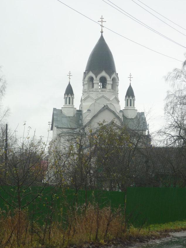 Церковь была построена в 1914 году в честь празднования 300-летия Дома Романовых архитектором И.В. Экскузовичем.