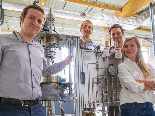 L'équipe HYMAG'IN, de gauche à droite : Camille Crouzet (Directeur), Philippe Le Bouteiller (Directeur du développement), Mathieu Bertrand (Ingénieur R&D) et Céline Bonnaud (Directrice de la R&D)