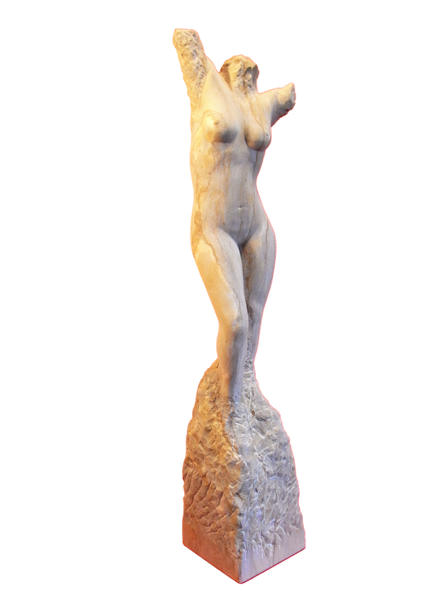 weiblicher Körper als Torso aus Sandstein.