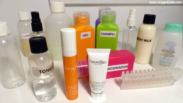 Lleva envases pequeños para los productos del neceser en los viajes - www.AorganiZarte.com